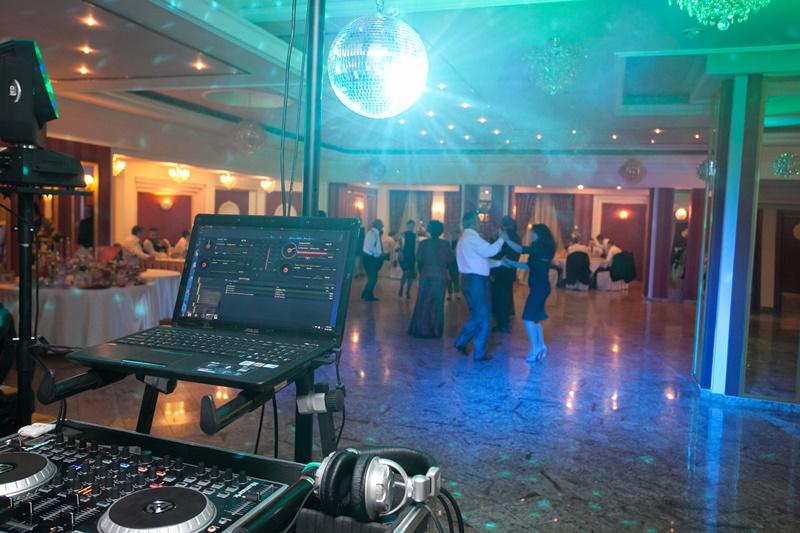 dj-petrecere Ghid: Cum sa alegi DJ-ul potrivit pentru nunta dj nunta Ghid: Cum sa alegi DJ-ul potrivit pentru nunta dj petrecere