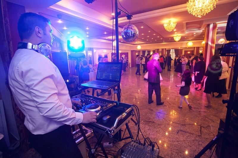 dj nunta Ghid: Cum sa alegi DJ-ul potrivit pentru nunta petrecere dj