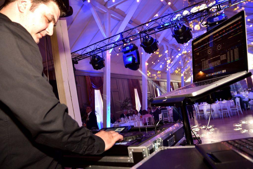 UEN_0273-1024x683 DJ Nunta Brasov - alaturi de tine la cel mai important eveniment dj nunta DJ Nunta Brasov – alaturi de tine la cel mai important eveniment UEN 0273 1024x683