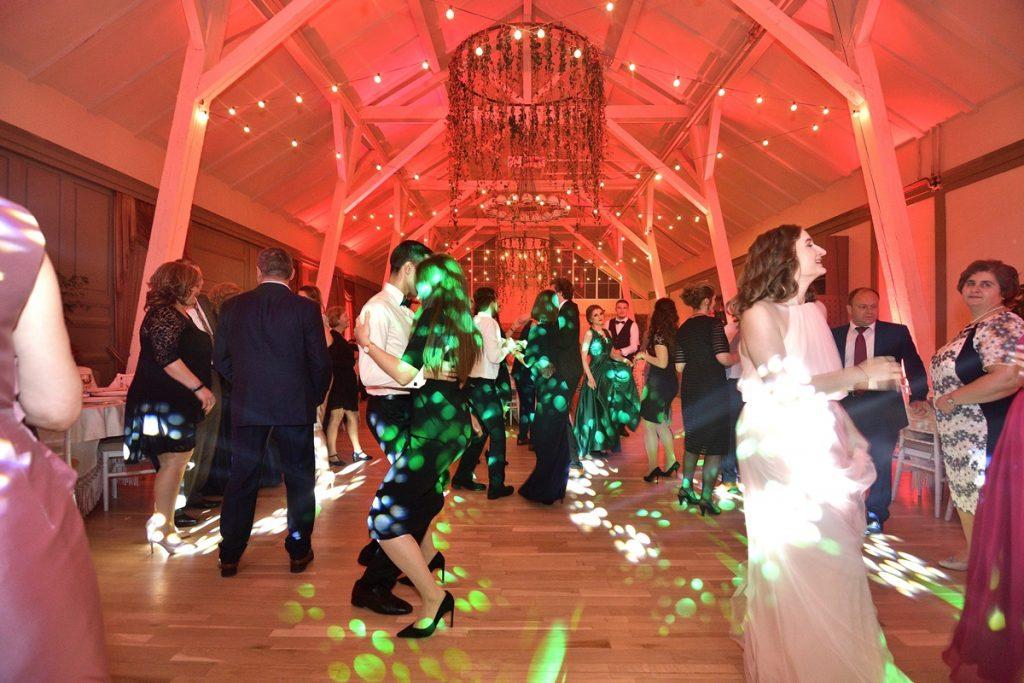 UEN_0918-1024x683 DJ Nunta - colaborare de la A la Z dj nunta DJ Nunta – colaborare de la A la Z UEN 0918 1024x683